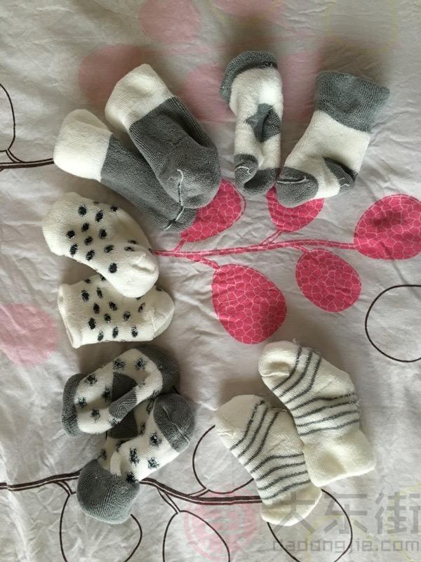 新生儿袜子宝妈晒照1