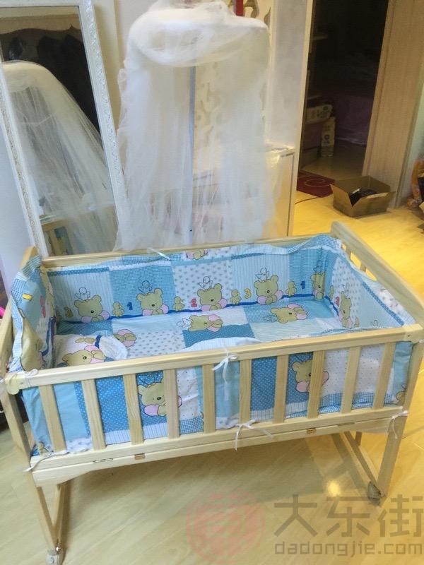 实木婴儿床图片宝妈晒照1