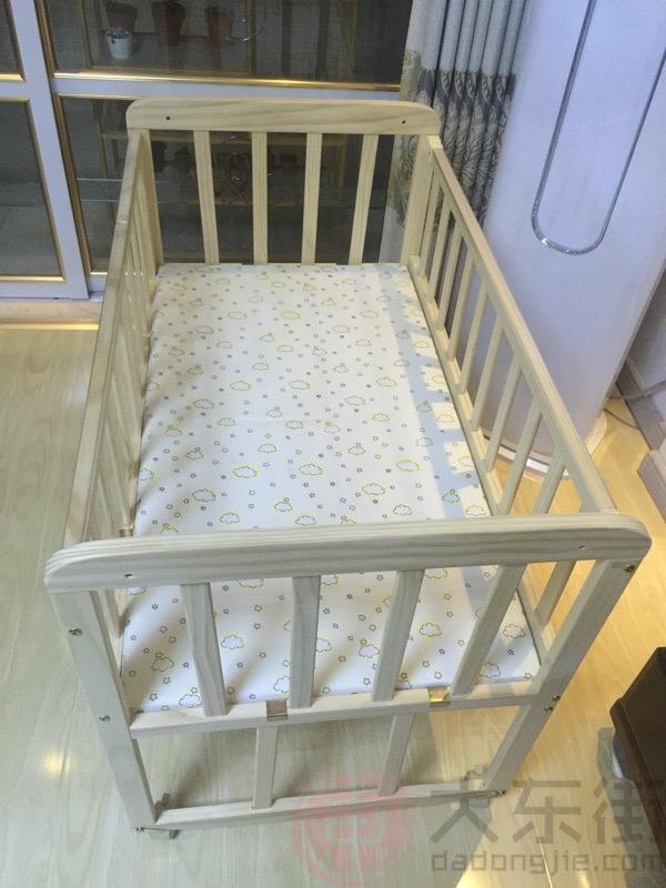 实木婴儿床图片宝妈晒照2
